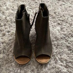 Toms open toed booties